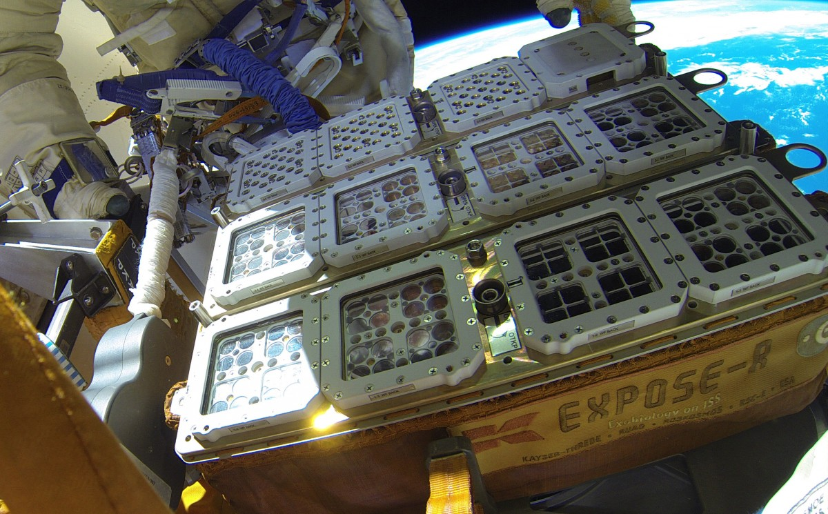 Installation of the experiment, outside the International Space Station, in August 2015. Credit: ESA.