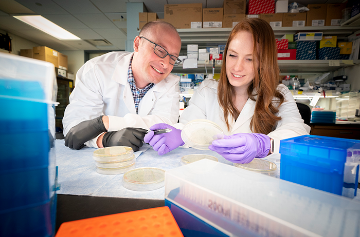 Left, Benjamin Youngblood, PhD, Associate Member, Immunology; Right, Shannon Boi, PhD, Postdoctoral Fellow, Immunology